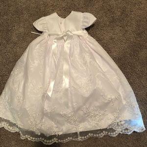 NWT Baby Girl/'s Christening Baptism Dress Gown Bonnet  Set  Size 3-6M  6-9M